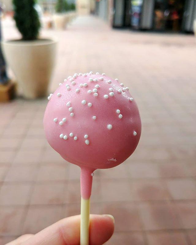 Surprising Birthday Cake Pops Are A Must Birthdaytreats Funny Birthday Cards Online Alyptdamsfinfo
