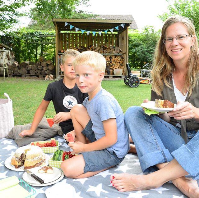 Picknick im Garten! ???????????????????? Die Jungs mögen