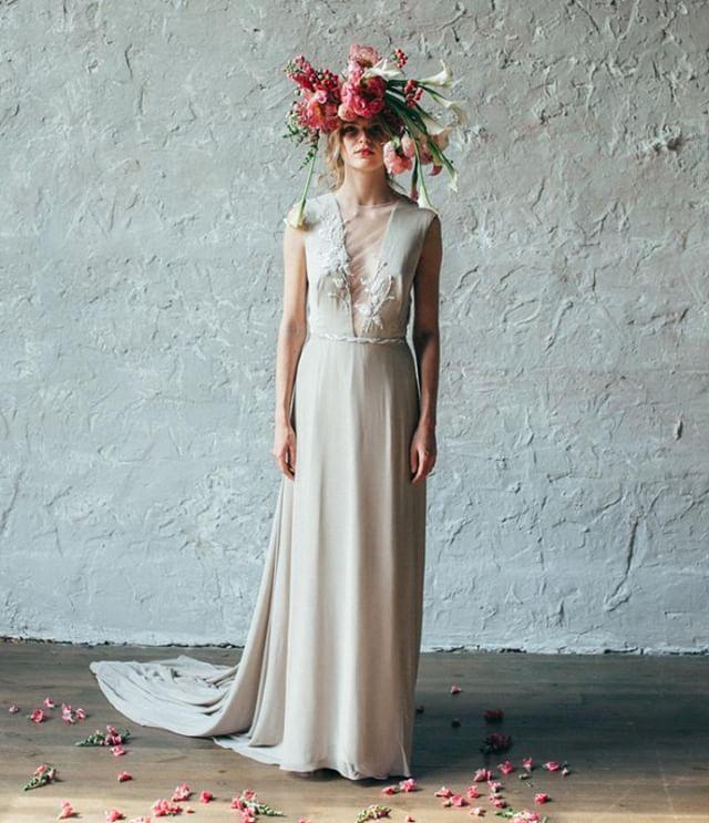 Uno dei miei consigli per risparmiare sull abito da sposa è quello di  orientarsi verso un vestito semplice 8dd847e08db