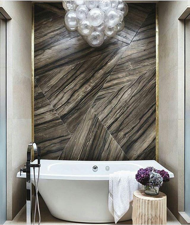 I Love That Bubble Chandelier Accent Directly Above The Bath Tub!! How  Genius Is That ???? Ten Bąbelkowy żyrandol @luxemagazine #bathroom # Bathroomdecor ...