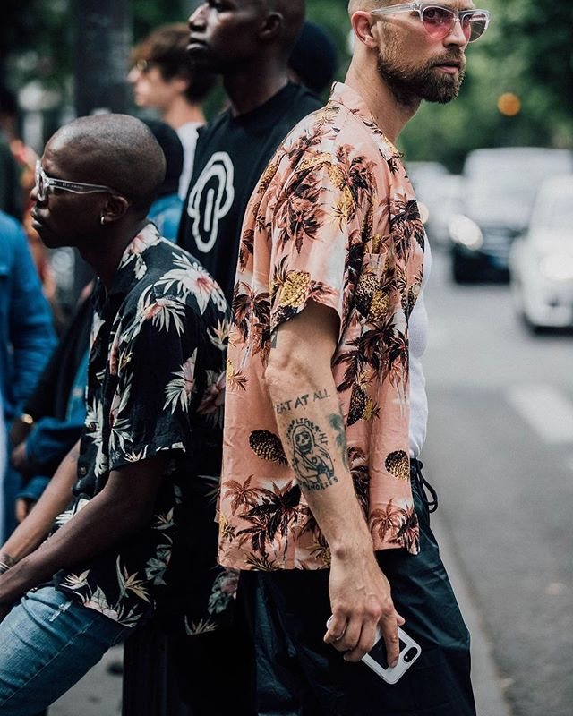 f134b6c4 Whose doing the 'Hawaiian' shirt this summer? #florals #hawaiian #menstyle # menswear #mensfashion (Source: GQ) | SnapWidget