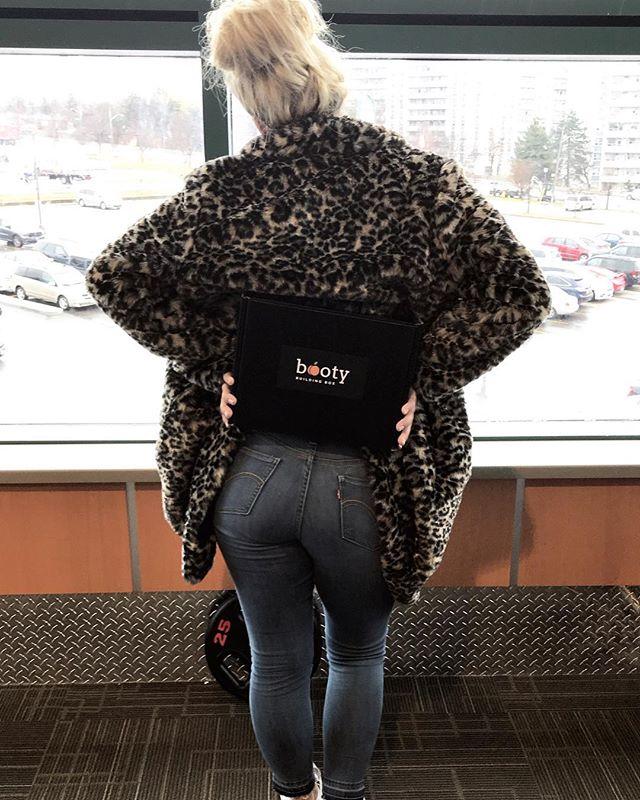 Black mega booty