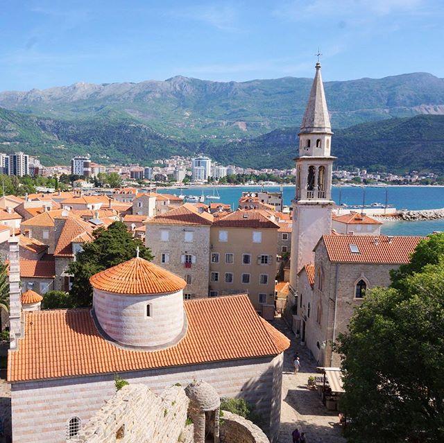 Vacances Au Montenegro Très Beau Centre Ville De #budva Au #montenegro #weekend #vacances #travel  #eglise #borddemer | Snapwidget